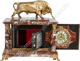 Сейф с часами из красного камня с бронзовой фигуркой символа 2021года - быка