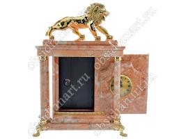 Настольные каминные часы «Сторож» с сейфом и бронзовой скульптурой льва