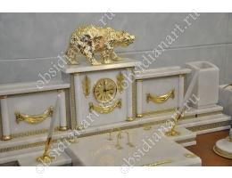 Настольный набор из белого мрамора «Кремлевский» с фигуркой медведя