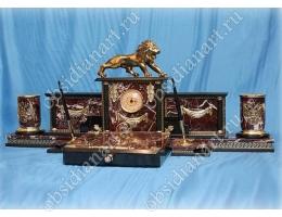 Настольные наборы из яшмы «Львица» с бронзовой фигуркой