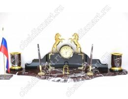 Настольный набор из яшмы «Кони на дыбах» с фигурками из бронзы