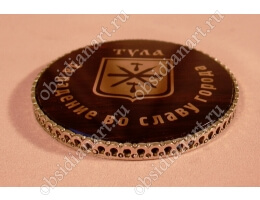 Медали из обсидиана с бронзовой оправой
