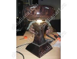 Настольный светильник «Изысканный» из обсидиана