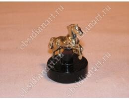 Скульптура «Конь» из бронзы и обсидиана