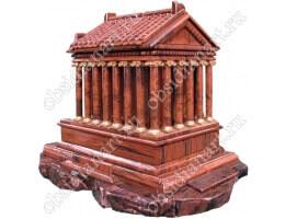 Макет языческого храма Гарни из обсидиана