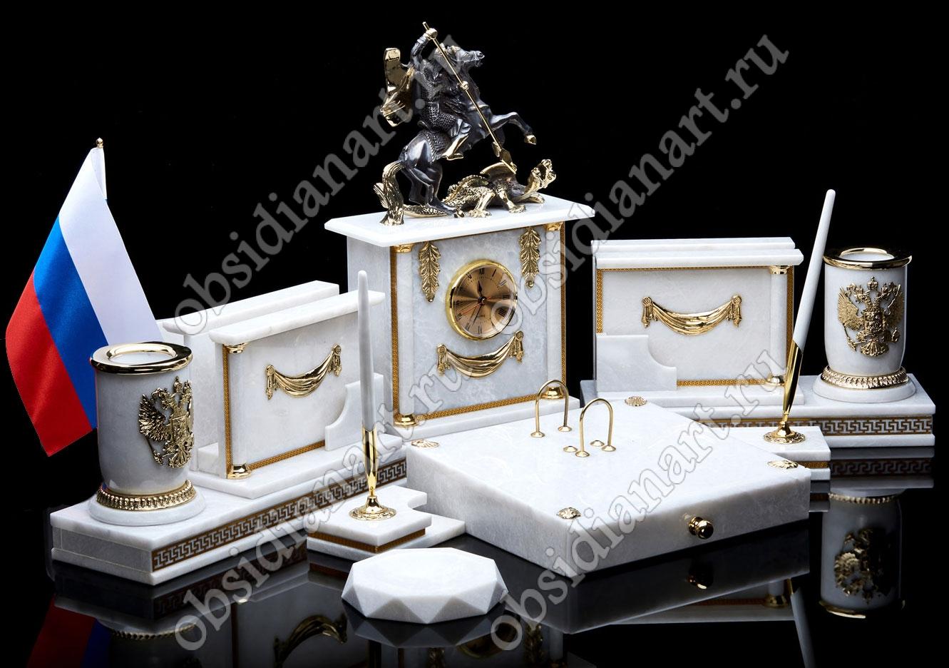 Белый настольный набор директора из мрамора «Святой Георгий и Дракон»