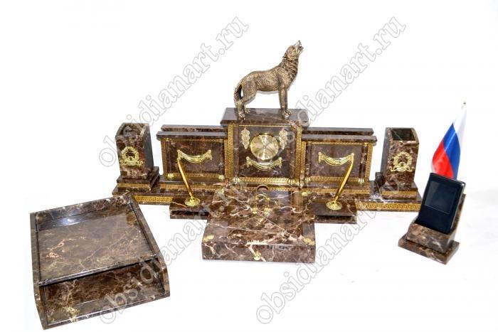 Настольный набор из итальянского мрамора «Волк» с бронзовой фигуркой волка