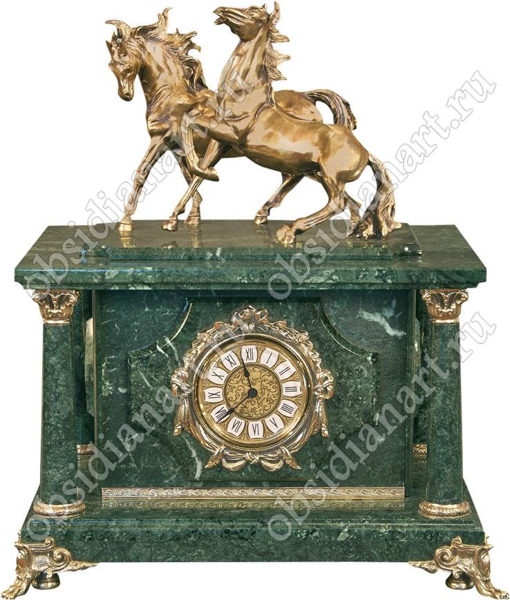 Секретный сейф спрятанный в часах из мрамора «Кавалерия» с бронзовыми конями