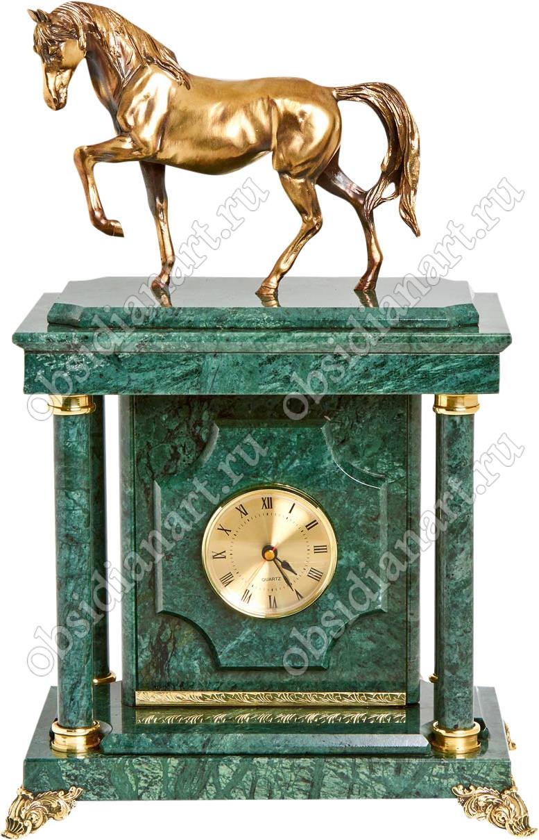 Подарочные часы с сейфом «Жеребец» из зеленого мрамора с бронзовой скульптурой коня