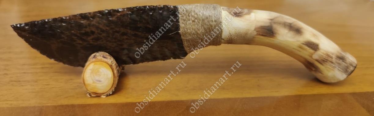 Ножик из обсидиана (вулканического стекла)
