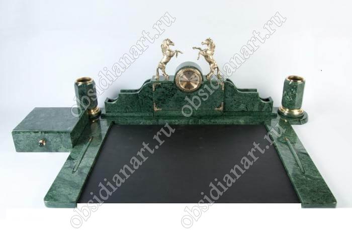 Набор настольных приборов из мрамора «Тула» с лошадками из бронзы