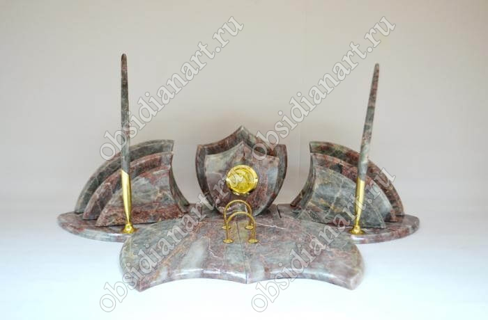Настольный набор из серо-розового мрамора «Летучая мышь»