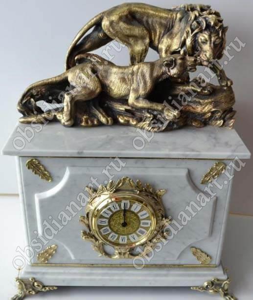Часы-сейф «Львы» из белого мрамора