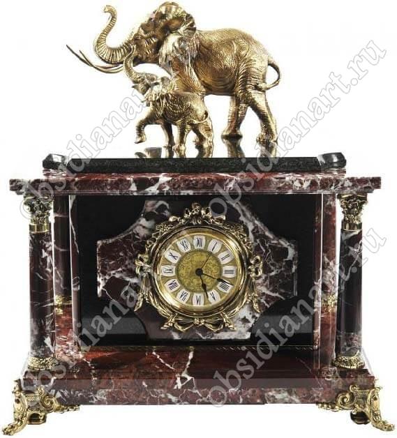 Настольный сейф «Слон и слоненок», встроенный в часы из яшмы