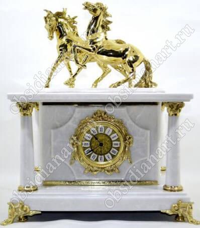 Сейф-часы «Лошади» из белого мрамора