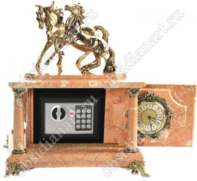 Часы-сейф «Свобода» из мрамора со статуэткой коней