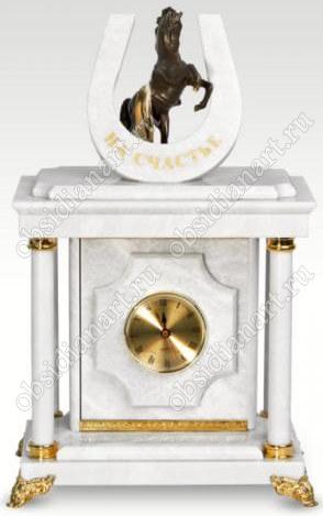 Малые сейф-часы «Подкова на счастье» из белого мрамора с бронзовой лошадкой