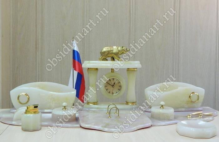 Настольный набор из оникса «Чукотка» с бронзовым медведем