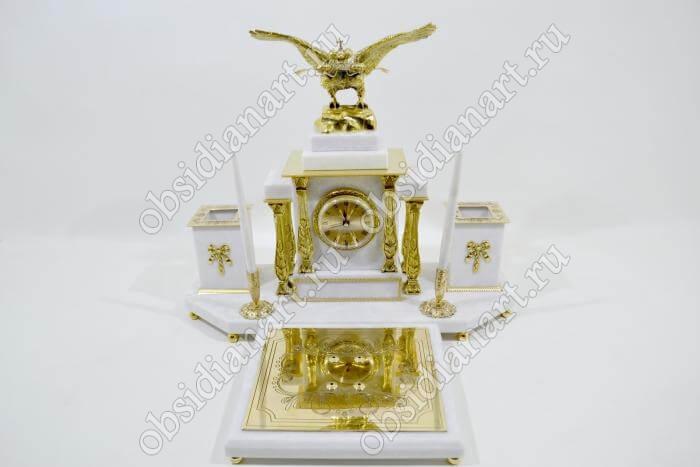 Шикарный настольный набор из белого мрамора «Золотой»