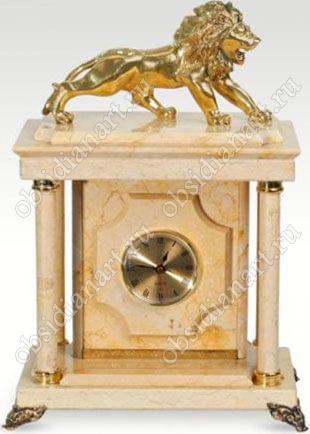Малые сейф-часы «Львица» из мрамора с бронзовой статуэткой льва