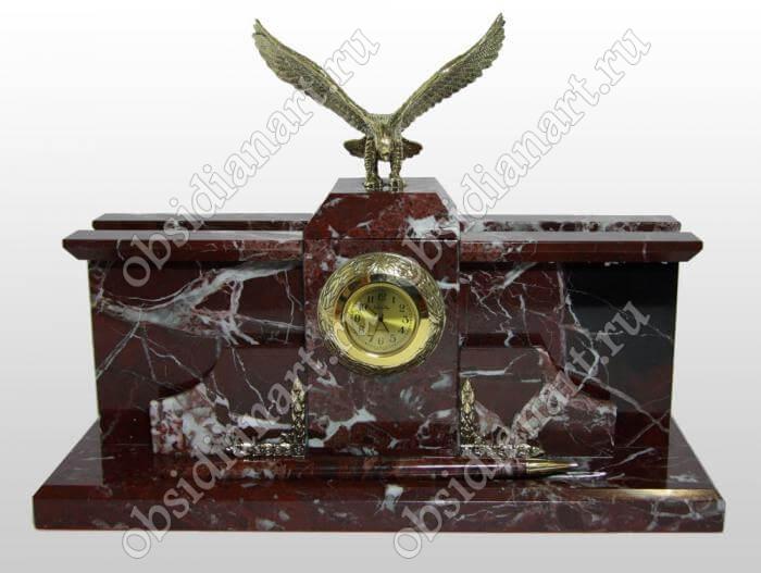 Настольные часы из яшмы с фигуркой орла