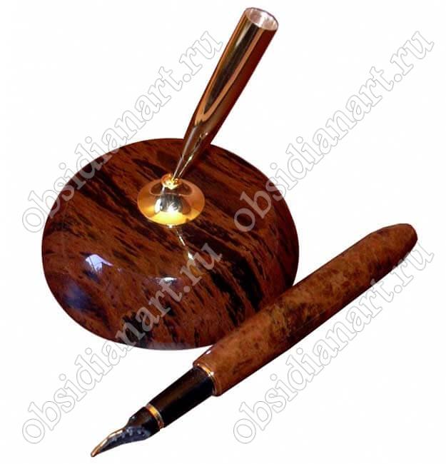 Чернильная ручка на подставке из обсидиана (натурального камня)