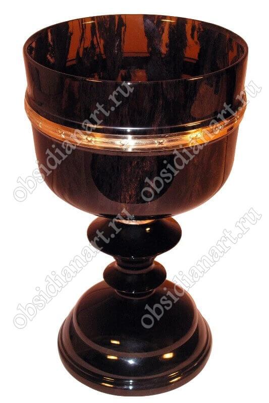 «Кубок» из полудрагоценного камня обсидиан