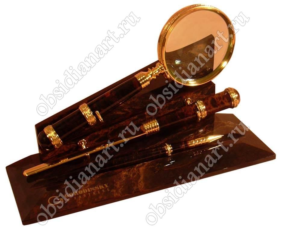 Набор из ножа, лупы и ручки из обсидиана «Прокурор» с гравировкой на подставке
