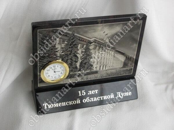 Панно с часами из полудрагоценного камня обсидиан