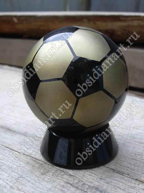 Сувенир «Мяч футбольный» из натурального камня обсидиан