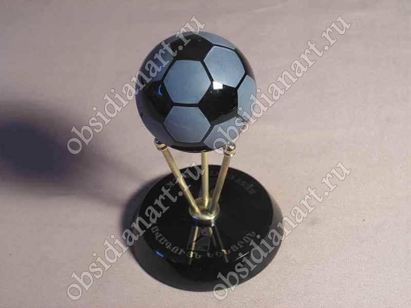 Сувенир «Футбольный мячик» из полудрагоценного камня обсидиан