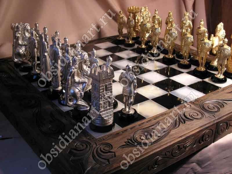 Шахматы из камня и дерева