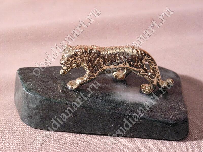 Скульптура «Тигр» из бронзы и обсидиана