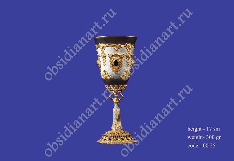 Серебряный бокал с позолотой с ножкой в форме девушки арт.fj-0025