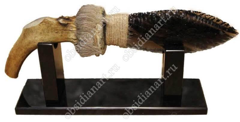 Эксклюзив! Нож из обсидиана и рога оленя с шерстью «Олений» на подставке из обсидиана